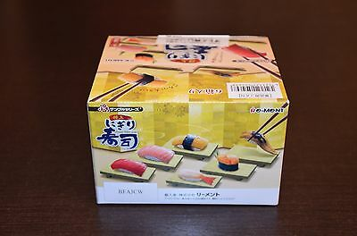 1:6 Re-ment 6x Miniatur Essen Sushi + Display Box Set japanisch Onigiri Reisball
