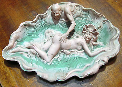Very nice Art Nouveau erotic art ceramic plate, in perfect condition, intact.