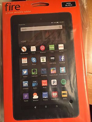 Amazon Kindle Fire 5th Generation 8GB, Wi-Fi, 7in - Black Tablet - Bundle