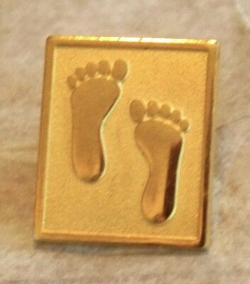 Footprints, Feet in the Sand Lapel, Hat Pin. Gold Tone w Embossed Details by D
