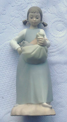 Young Girl with Kittens in Apron # 104  Nao by Lladro - Retired (847)