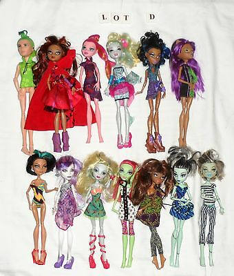 13 x MONSTER HIGH Dolls including 1 x Male Doll...Lot D