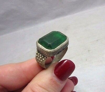 """Vtg 1920's glass paste green """"emerald"""" cocktail ring. Size 6 1/2"""