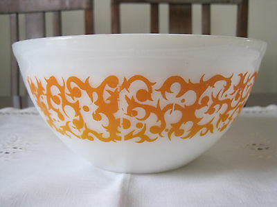 Vintage 1970's Agee Pyrex Yellow Scroll Or Bramble Mixing Bowl