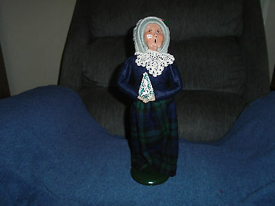 Byers Choice 1988 The Carolers Woman With Christmas Tree