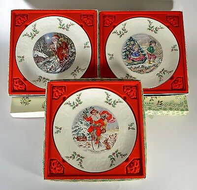 Six assiettes en porcelaine anglaise Royal Doulton Christmas Collection Ø 21 cm