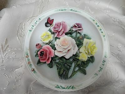 """Collector Plate 3D """"The Rose Garden"""" Shabby Cottage LENA LIU 1996 Third Issue"""