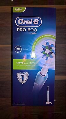 0ral-B Pro 600 CrossAction Electric Rechargeable Toothbrush - Brand New