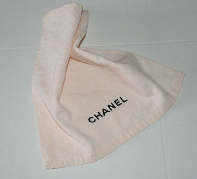 VIP gift from Chanel beauty boutique Chanel le lift small face pressed towel NEW