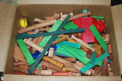 Huge Lot of Lincoln Logs 15lbs, 300+ pieces including figurines