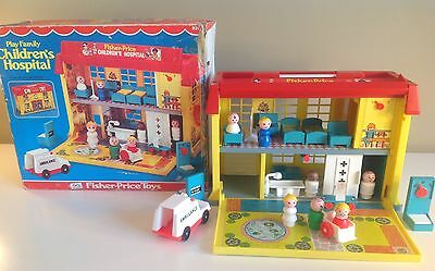Vtg 1976 Fisher Price Little People #931 CHILDREN'S HOSPITAL PLAYSET WITH IS BOX
