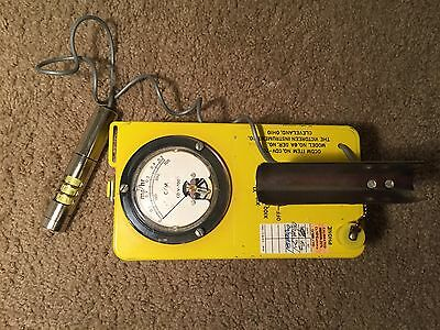 Victoreen Cdv-700 6AGeiger Counter Radiation Detector With Original Headset