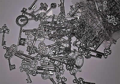 25 X Mixed Antique Silver Size Keys Charms/Beads/Pendants Steampunk Alice - CH50