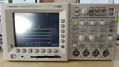 Tektronix TDS3034 Oscilloscope - 300MHz 2.5GS/s - FFT & Adv Trigger with probes