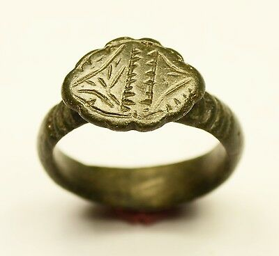 Nice Ancient Roman Bronze Ring With Decorated Bezel - Wearable