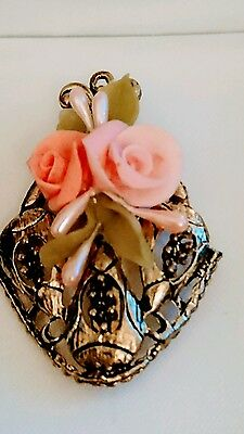 Vintage ~ Pretty Resin And Gold Tone Brooch /pendant