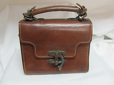 Vintage Small leather purse with swing clasp