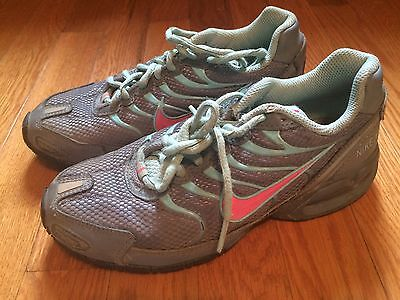 NIKE Athletic Tennis Shoes. Girls Sz 3.5. Gray With Light Blue