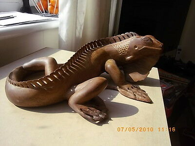 wood carving of a lizard (treen)