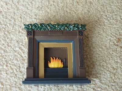 Lovely resin Dolls House 1/24th Fire place/surround with Christmas garland