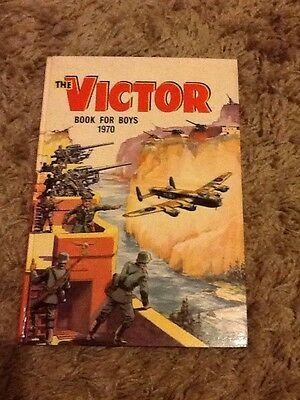 THE VICTOR BOOK for BOYS - Annual - Year 1970 - UK Annual Unclipped