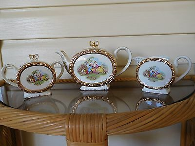 "Vintage Sadler ""Courting Couple"" Tea Set Barrel Shaped Teapot England 1950s"