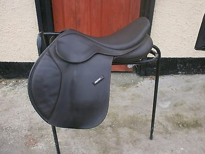 """17"""" Wintec Close Contact Saddle With Choice Of Gullet Size"""