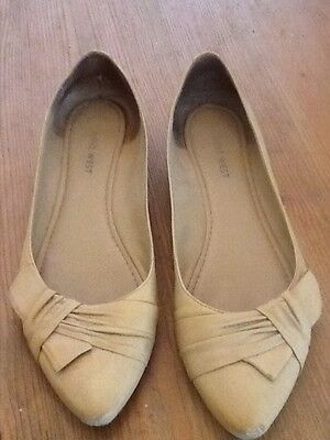 Ladies flat size Eur 39 Nine West yellow/cream shoes