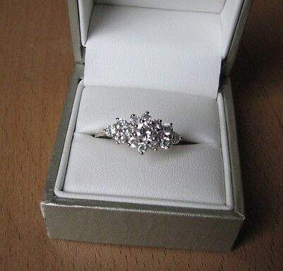 Beautiful hallmarked 9ct gold CZ cluster ring. Approx size O