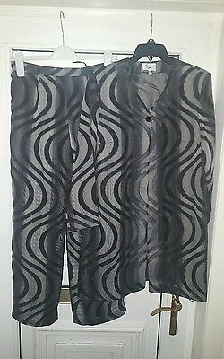 Ladies  Nienhaus & Lotz Trousers  And Top Size 12