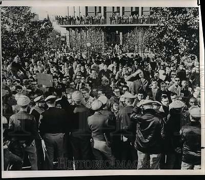 1964 Press Photo Police at University of California during free speech movement