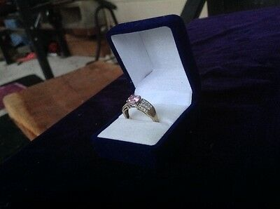 9ct gold ring with cz
