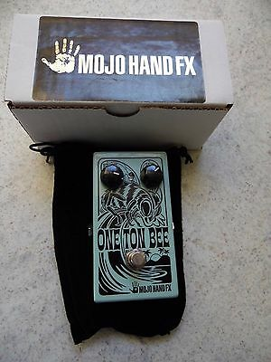 Fuzz Mojo Hand Fx One Ton Bee effects pedal in green
