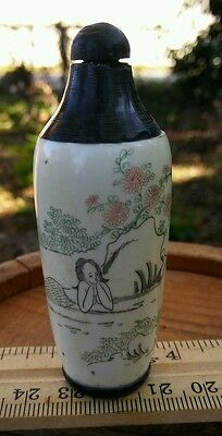 Exquisite Chinese hand carved snuff bottle