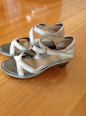 Naot Gold Shoes Sandals Size 40 New Never Worn