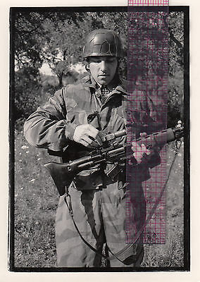 WWII German Paratrooper 5x7 Photo FG42 RIFLE MACHINE GUN Getting Out Scope LL