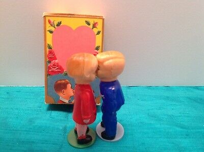 "Vintage Hong Kong Plastic Kissing Couple Nodders 3.25"" in Box"