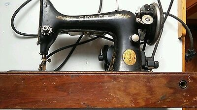 Vintage 1929 Singer Model 99 Portable Sewing Machine with Bentwood Case