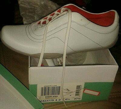 Womens 4 1/2 D clarks white leather shoe BNWB