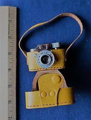 VINTAGE MINIATURE HIT SPY CAMERA with YELLOW CASE c. 1950s