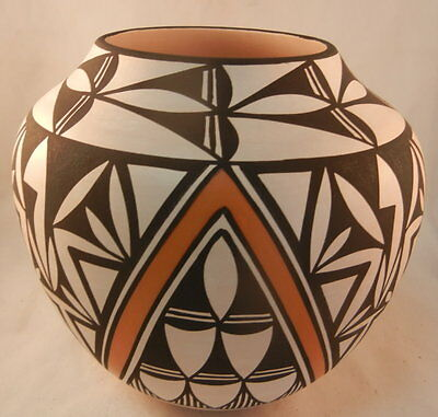 Native American Acoma Traditional Geometric Design Jar by Earlene Antonio