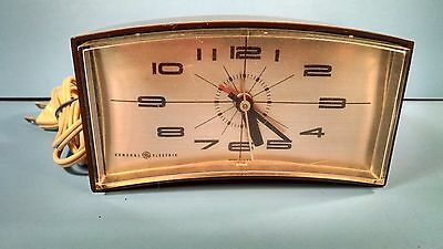 Vintage GE General Electric Clock - Model No. 7382