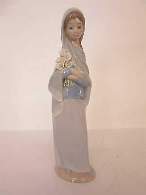 Lladro 'Girl with Flowers' figurine #4650 - Retired - Unboxed