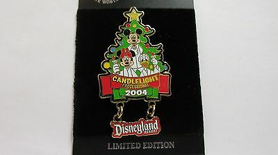 Disneyland 2004 Mickey, Minnie & Donald Candlelight Processional Pin -LE of 1500