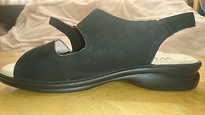 Women's Pavers wide Flat sandals size 6 black