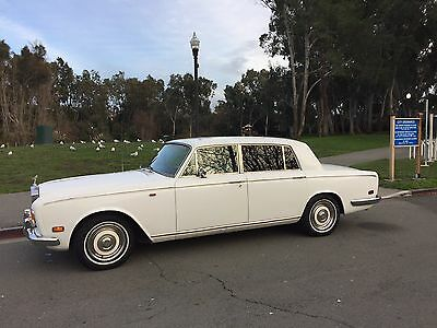1971 Rolls-Royce Silver Shadow 4-door sedan Runs perfect, rare diamond white/white and red interior, everything works