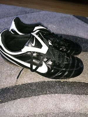 size 6 Nike tiempo football boots