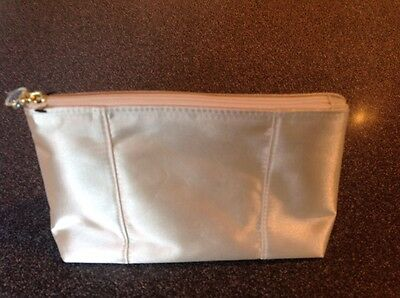 EMIRATES AIRLINE LATEST BUSINESS CLASS BVLGARI LADIES AMENITY KIT Brand New