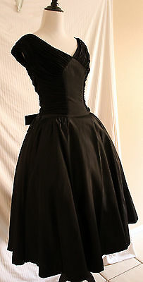 Vintage 1950s Black Dress Tafetta Circle Skirt Sweetheart Neckline Ruched sz S