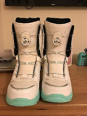 Women's Size 7 Snowboard boots - ThirtyTwo